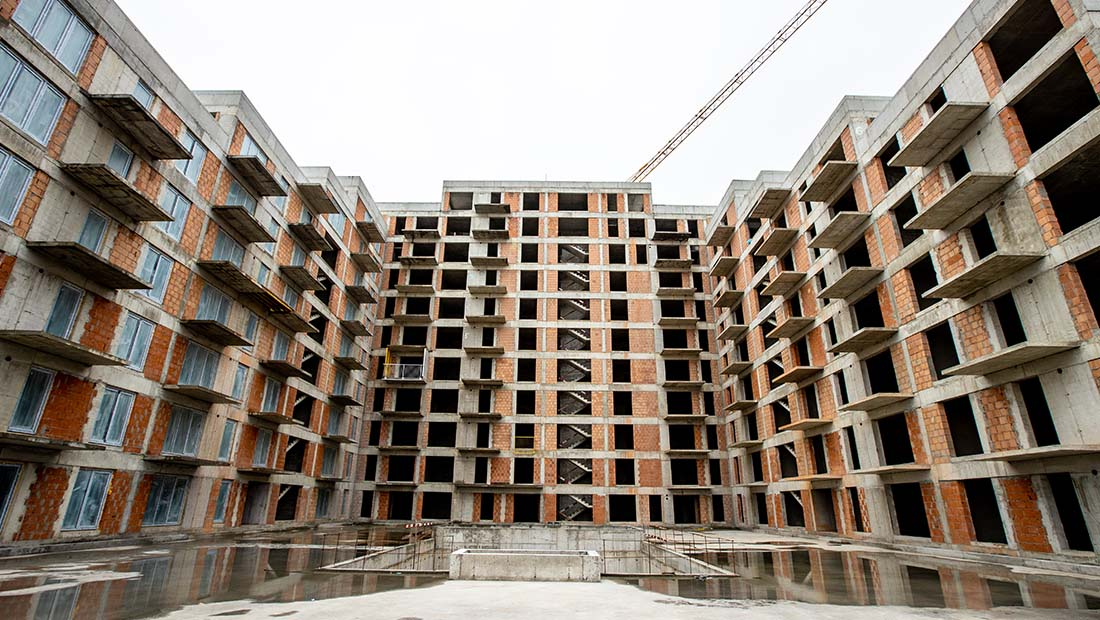 Numărul de angajaţi din construcţii ar trebui să se dubleze pentru a duce la capăt proiectele de construcţii anunţate
